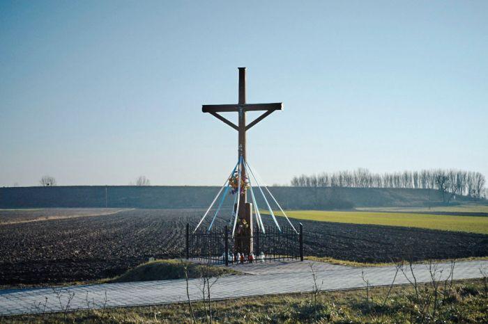 Cross- Krzyż przydrożny